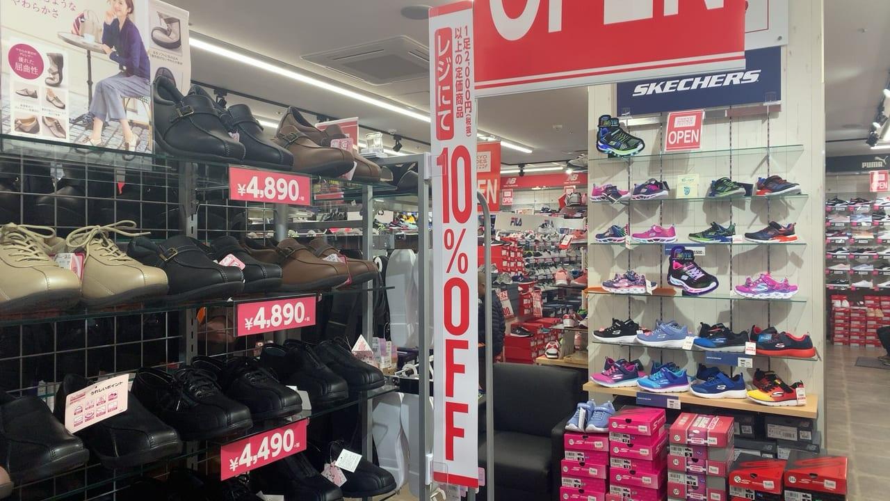 東京靴流通センター調布南口店の店内
